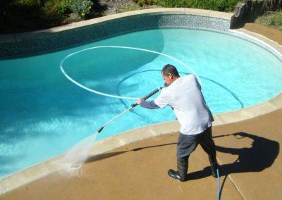 Čištění a mytí bazénové dlažby 04